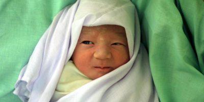 Su recién nacida tenía complicaciones de salud y aún asñi no le premitieron estar con ella. Foto:Getty Images
