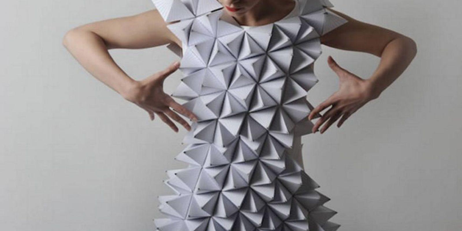 Vestido hecho con origami o con los juegos hechos en el colegio. Foto:vía Getty Images