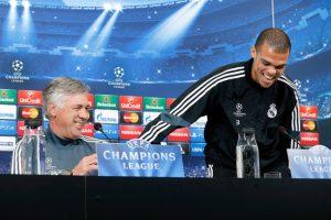 El defensa portugués Pepe también está del lado de Ancelotti. Foto:Getty Images