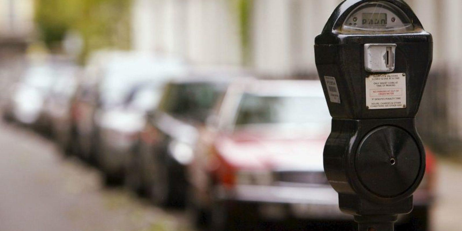 Un hombre de 65 años murió al ser atropellado por su esposa mientras le indicaba cómo estacionar un auto Foto:Getty Images