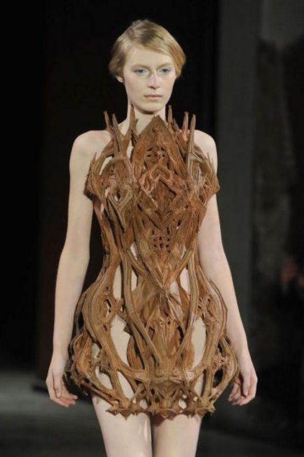 Este, que cualquiera con gusto menos Kim Kardashian usaría en una entrega de premios. Foto:vía Getty Images
