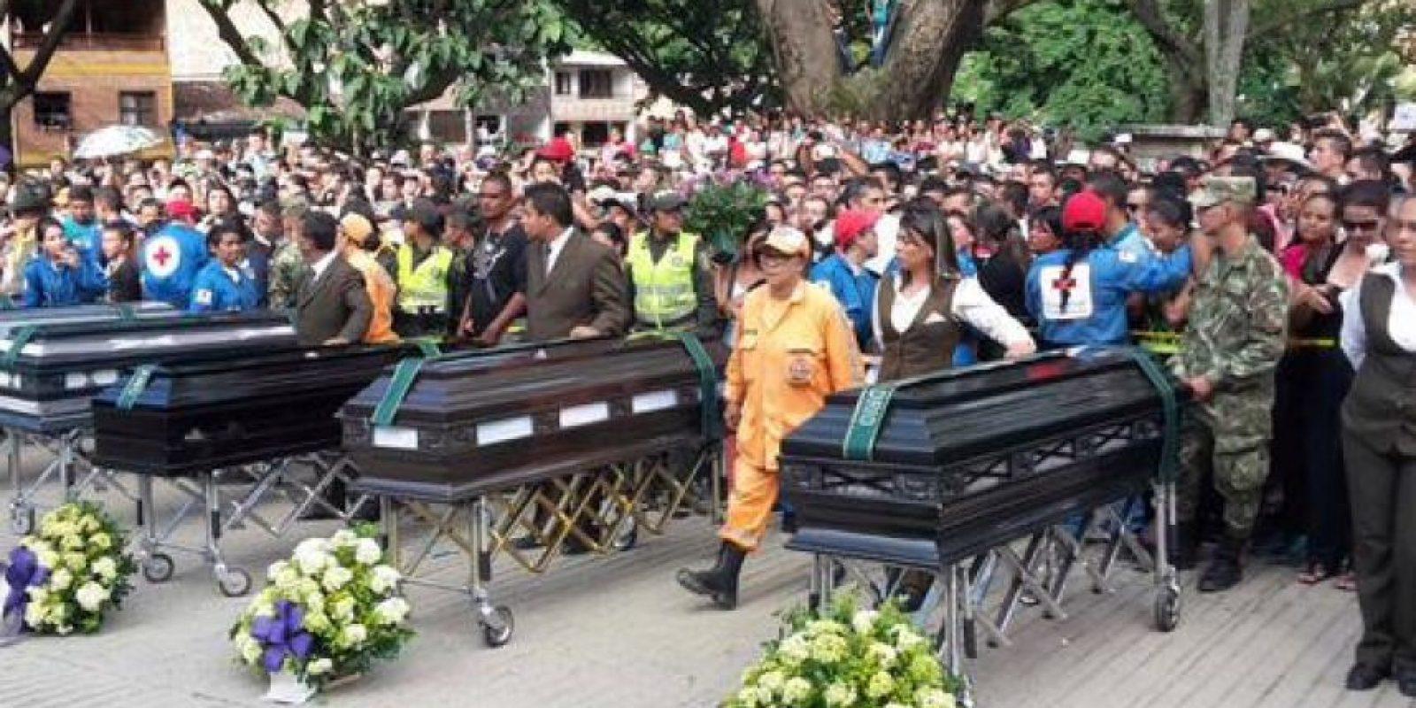 Más de cinco mil personas se acercaron a despedir a sus vecinos, amigos y familiares Foto:Twitter / @GralPalomino