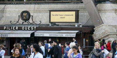 Torre Eiffel de París cerró sus puertas a los visitantes después de los empleados se negaron a trabajar en protesta hacia los carteristas. Foto:AP