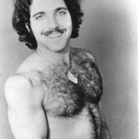 """3.- En la década de los 70 apareció Ron Jeremy, uno de los actores porno más populares de todos los tiempos, quien entró al libro del """"Record Guinness"""" por filmar más de dos mil cintas para adultos. Foto:vía twitter.com/realronjeremy"""