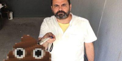 Este profesor universitario realizó un fuerte reclamo de la moda de los palos para selfie Foto:Vimeo / Pablo García
