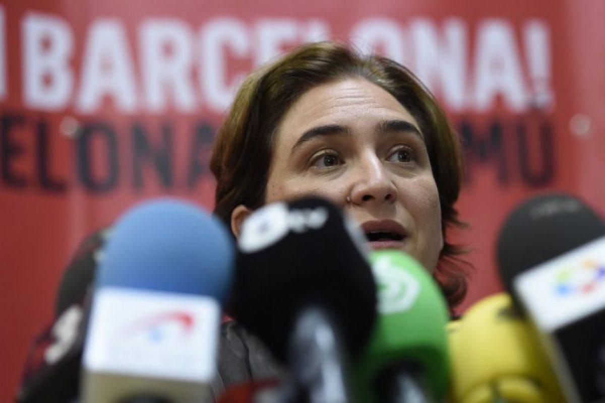 """""""Es la alcalde más rebelde, pero también la vecina más normal y próxima, que sonríe bien y que usa ropa holgada"""", la describió el periódico español """"El País"""". Foto:AFP"""