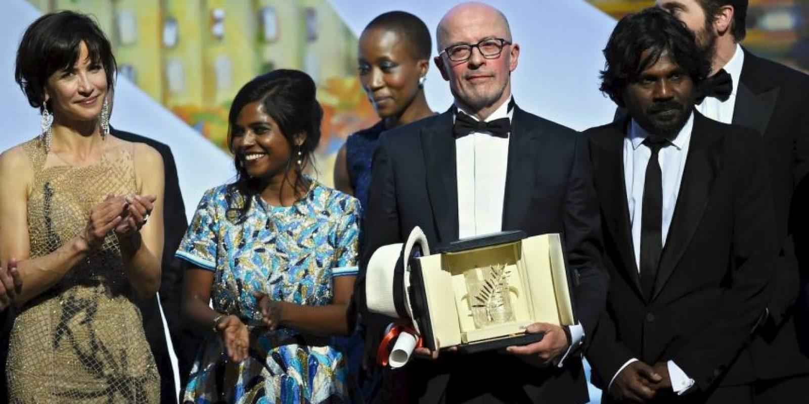 """La Palma de Oro fue para la cinta """"Dheepan"""" del director de cine francés Jaques Audiard. Foto:vía facebook.com/Festival-de-Cannes-Page-Officielle"""