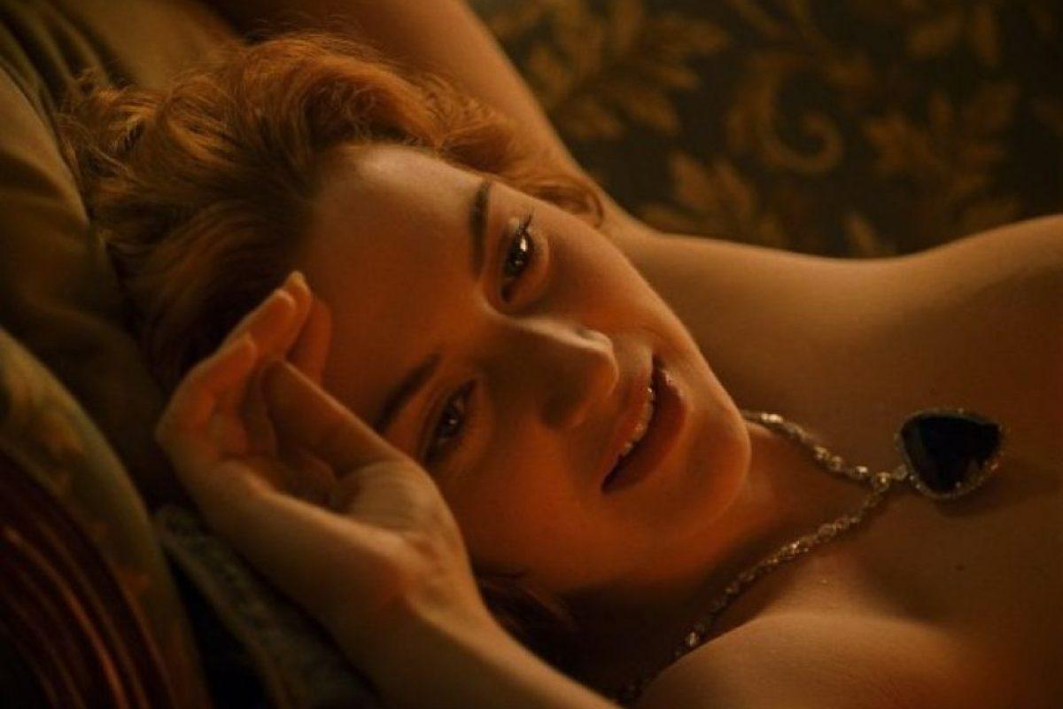 """Kate Winslet fue una de las pocas personas en la producción de """"Titanic"""" que no usó un traje de neopreno durante las grabaciones en agua, esto le provocó una pulmonía que casi la hace renunciar. Foto:IMDB"""
