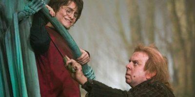 """Durante el rodaje de la cinta """"Harry Potter y el Calíz de Fuego"""", Daniel Radcliffe tenía que grabar unas escenas bajo el agua sin tanque de oxígeno, pero cuando el actor ya estaba sumergido empezó a hacer gestos para avisar que se estaba ahogando. Foto:Warner Bros. Entertainment Inc."""