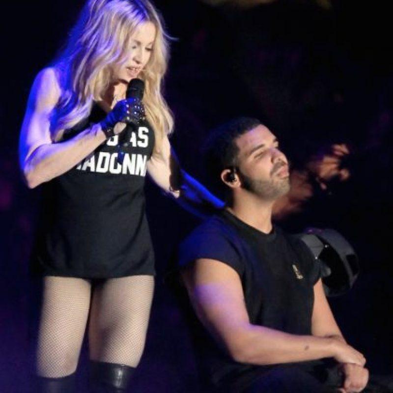 Según lo indicó el portal TMZ, una fuente explicó que el rapero no sintió asco con el beso, lo que provocó su gesto fue el sabor que tenía el labial de la artista de 56 años. Foto:Getty Images