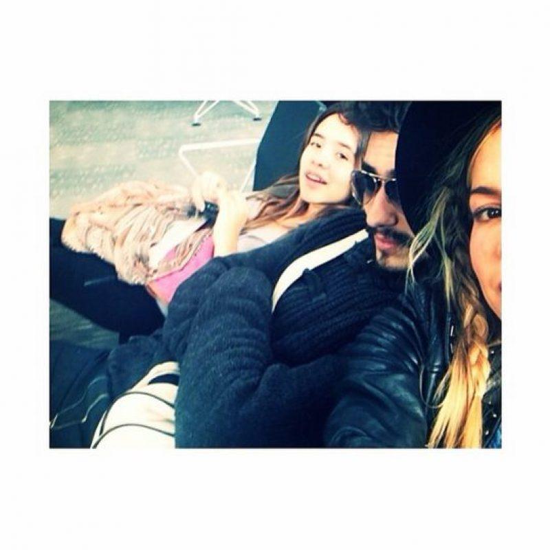 Awuí con su novio Andee Zeta en el aeropuerto. Foto:Instagram Natalia Paris