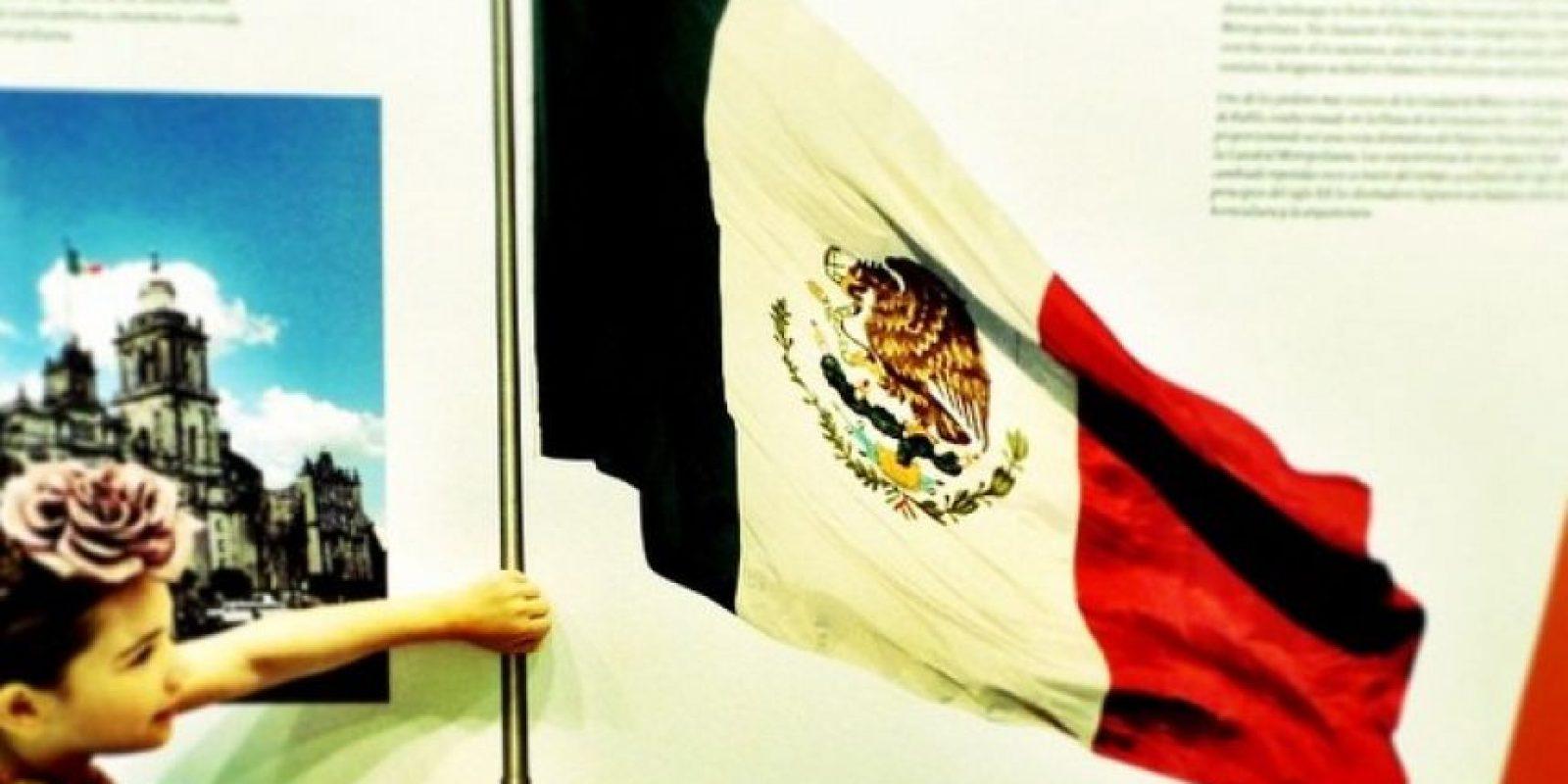 """""""Mi bandera. Llevando a México en el alma desde chiquitos"""", escribió en Instagram. Foto:Instagram/Thalia"""