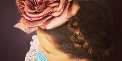 Thalía vistió a su hija Sabrina con un vestido que ella usó cuando tenía 8 años. Foto:Instagram/Thalia