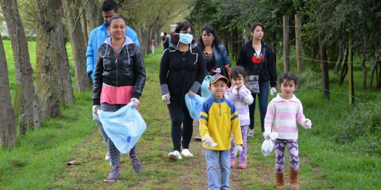 Niños y adultos participaron en la recuperación. Foto:Alcaldía Local de Suba