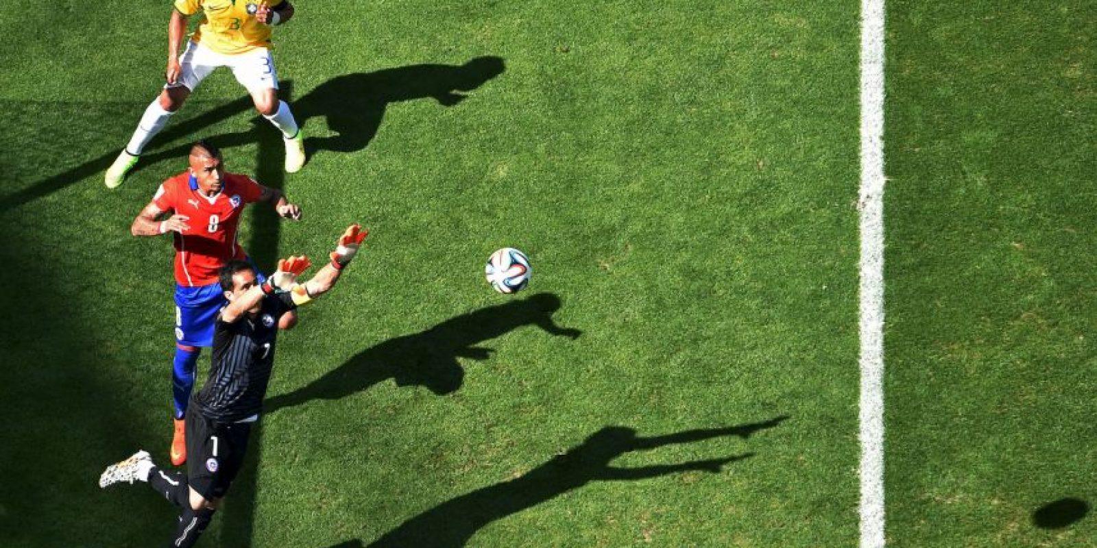 El arquero Claudio Bravo se ganó la titularidad en Barcelona Foto:Getty Images