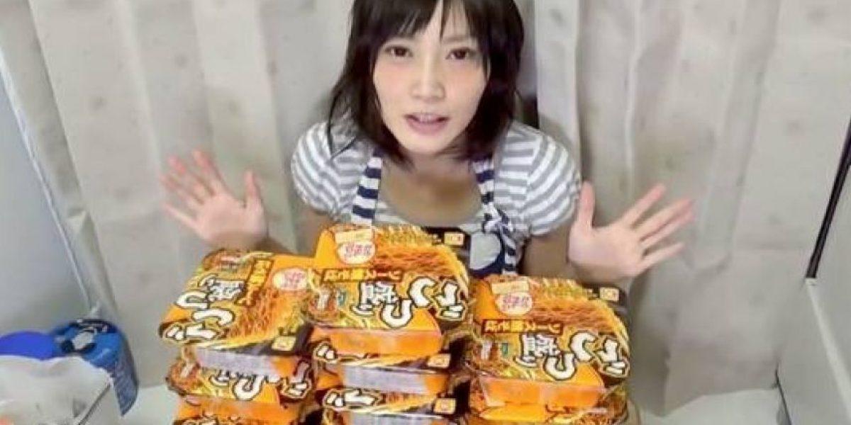 VIDEO: A esta japonesa la aman por comerse 4 kilos de pasta