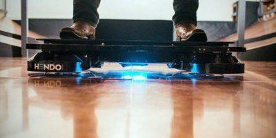 La limitante de este producto es que sólo funciona sobre superficies conductoras de electricidad, como el cobre Foto:HendoHover