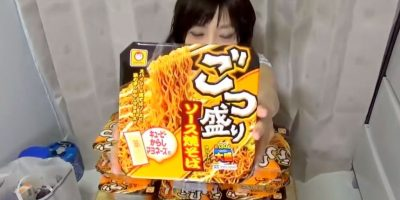 Comer. Foto:vía Youtube/Yuka Kinoshita