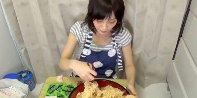 Comer hasta no dejar nada. Foto:vía Youtube/Yuka Kinoshita