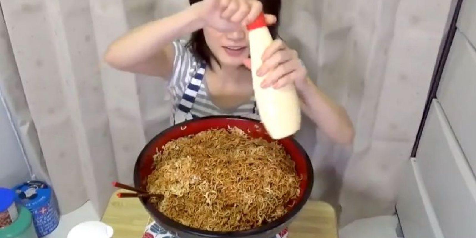 En su nuevo video, que se hizo viral, devora por completo 4 kilos de pasta. Foto:vía Youtube/Yuka Kinoshita