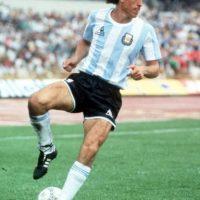 Al igual que Mario Kempes, el campeón del mundo en México 1986 sólo jugó la Copa América de 1975 en la cual, Argentina fue eliminada en la primera ronda y él no disputó ninguno de los partidos pues sólo tenía 18 años. Foto:Getty Images