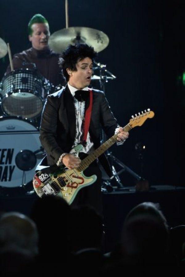 """En 1995, el vocalista de Green Day explicó a la revista """"The Advocate"""" que siempre había sido bisexual, a pesar de sus matrimonio con Adrienne Armstrong. Foto:Getty Images"""