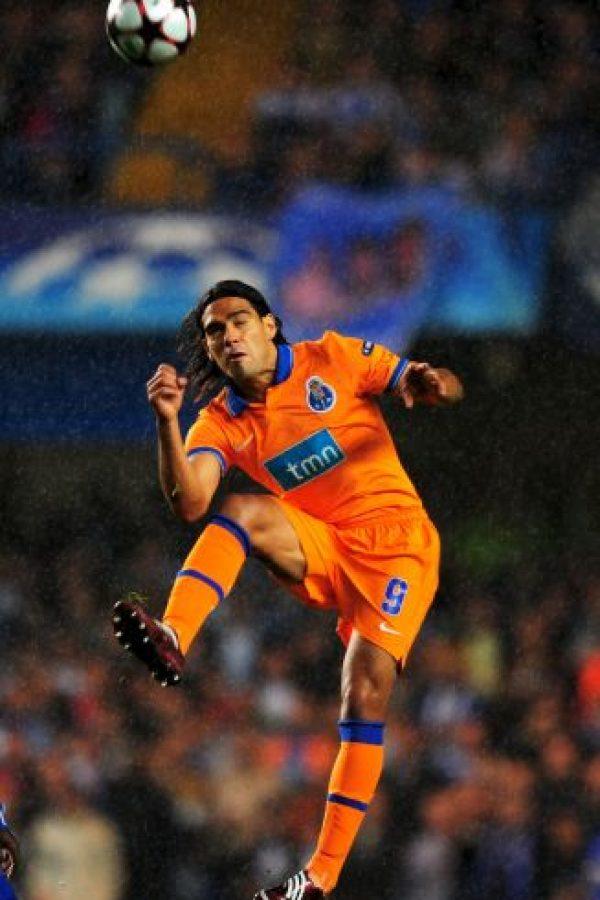 En 2009 comenzó su aventura por el fútbol europeo cuando el Porto de Portugal lo fichó por 5.5 millones de euros. Foto:Getty Images