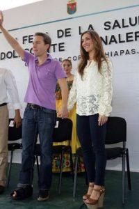 La cantante acompaña a su marido a los evento políticos Foto:Vía facebook.com/manuelvelasco
