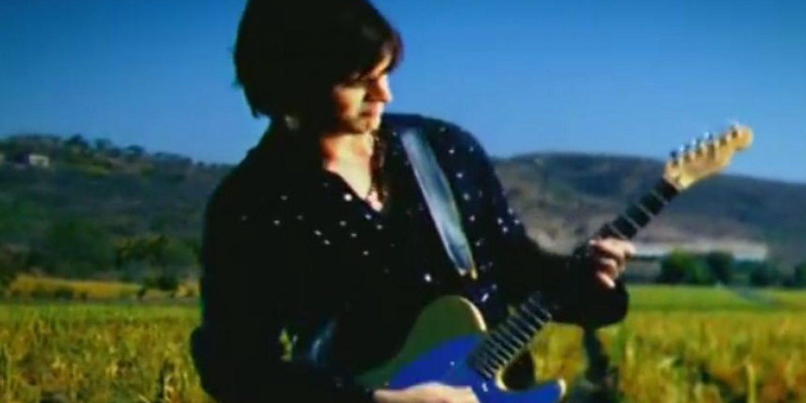 Este hit de los años 2000 también fue escrito e interpretado por Juanes. Foto:Vía youtube.com/user/JuanesVEVO