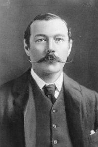Sir Arthur Conan Doyle (1859-1930). Foto:vía Wikipedia