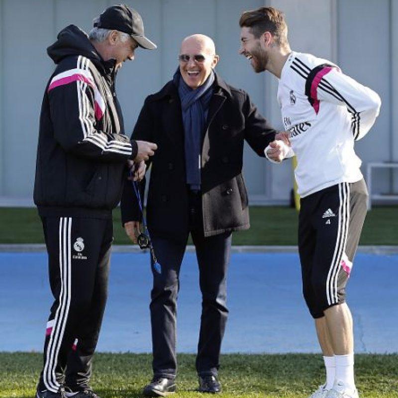 """Todo lo resumen estas palabras de Sergio Ramos: """"(Ancelotti) Ha sido futbolista, maneja el vestuario a la perfección y saca el mejor rendimiento de cada jugador. Se ha ganado al madridismo y a la plantilla. Y además es una buena persona. Ojalá dure mucho aquí"""", confesó hace meses el defensa español. Foto:Getty Images"""