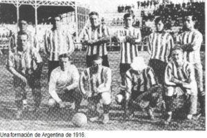 Así, en 1916, se jugó la primera Copa América de la historia, aunque entonces se llamaba Campeonato Sudamericano. Foto:Wikimedia