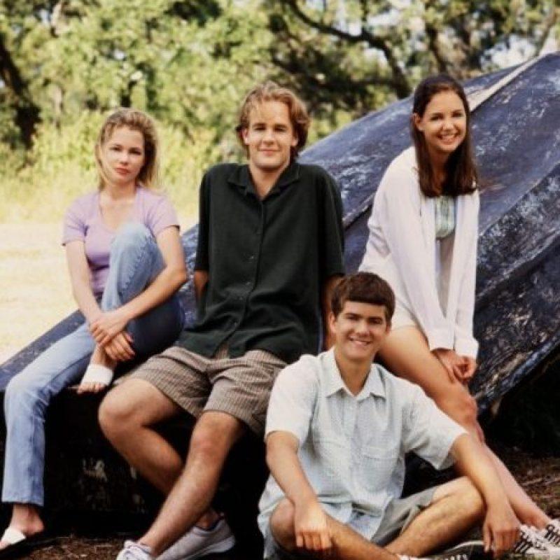 La serie está protagonizada por James Van Der Beek, Katie Holmes, Joshua Jackson, Michelle Williams. Foto:IMDb