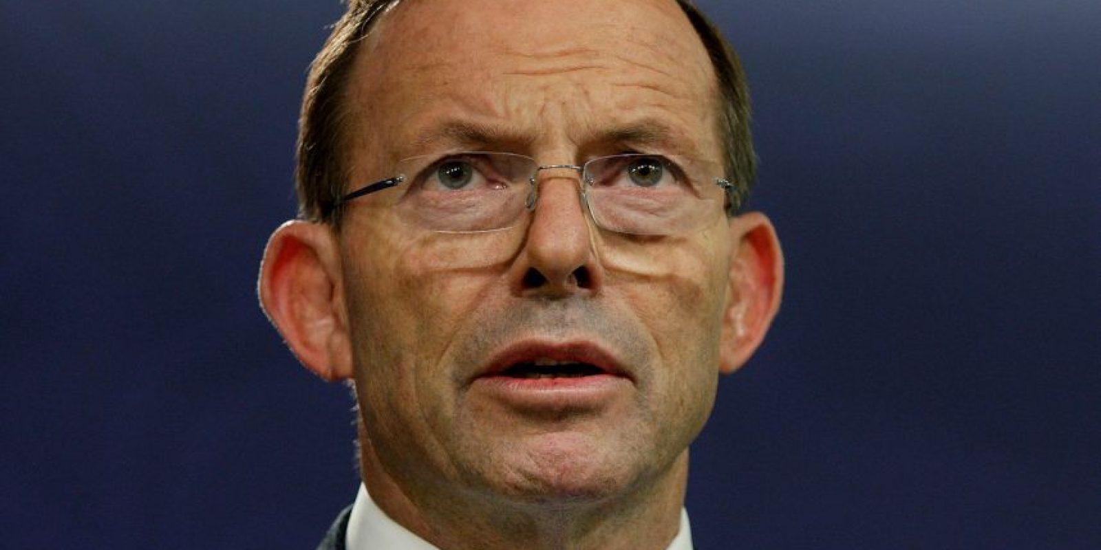 Tony Abbott, le dijo a la madre del niño que posó con una cabeza decapitada, que si regresa a Australia será castigada severamente. Foto:Getty Images