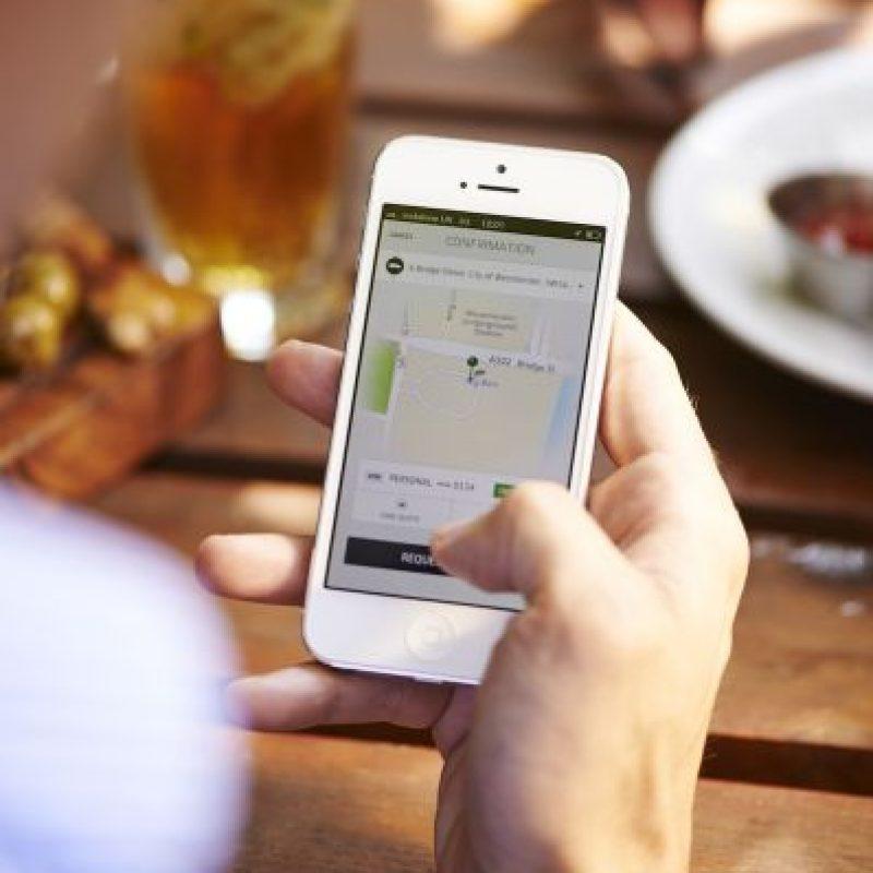 Si cancelan el viaje cinco minutos después de pedirle, les cobran una penalización de cuatro dólares. Foto:Uber