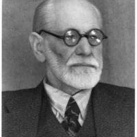 """Nandor Fodor era """"su"""" parasicólogo. Fodor fue uno de los primeros teóricos asociados al famoso psicoanalista para desentrañar las reacciones emocionales de quienes experimentaban fenómenos paranormales. Asimismo, a Freud también se le ha analizado desde lo paranormal. Foto:vía Wikipedia"""