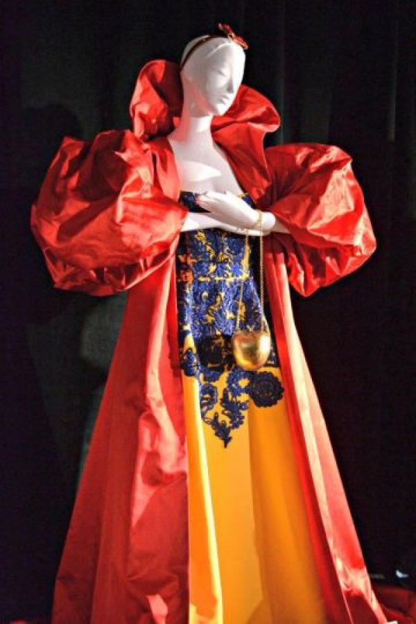 Este diseño recuerda a los vestidos de los siglos XIV y XV.