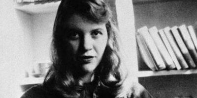 """La legendaria poeta tuvo varias sesiones de espiritismo. Escribió en 1957 un poema llamado """"Diálogo con la Tabla Ouija"""", donde narra toda su experiencia. Foto:vía Wikipedia"""