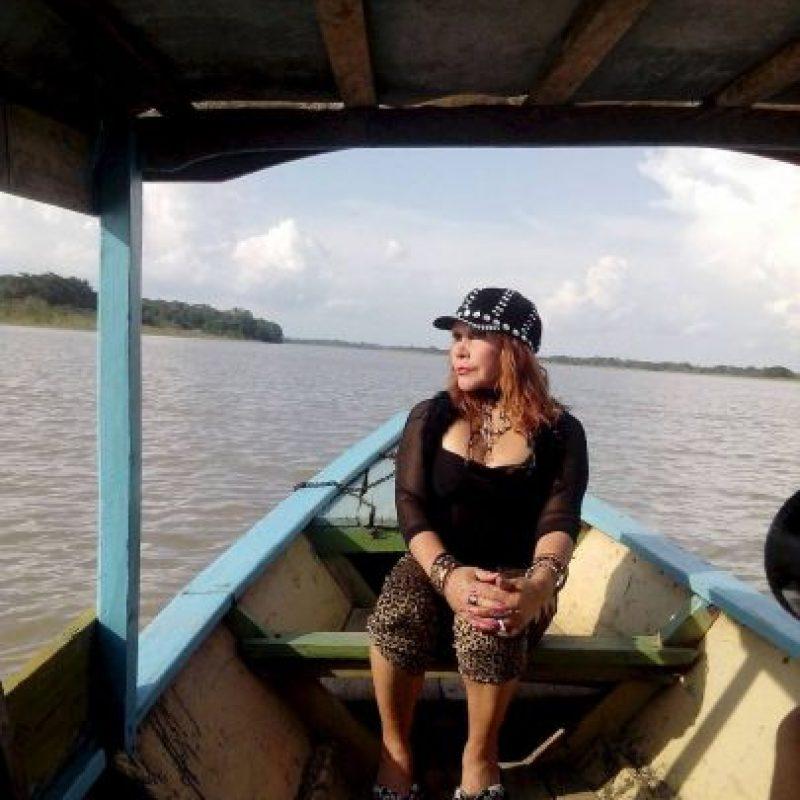 Con el look más apropiado que existe para recorrer la selva Amazónica. Foto:vía Facebook/ La Tigresa del Oriente
