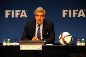 """Sobre esto, Alan Tomlinson, profesor de sociología del deporte de la Universidad de Brighton, Inglaterra, y autor del libro """"FIFA: El hombre, los mitos y el dinero"""", aseguró que """"recibir sobornos y comisiones ilegales es rutinario en la FIFA"""". Foto:Getty Images"""
