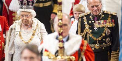 4. La reina llegó más temprano al evento para que el joyero Martin Swift le diera un último vistazo a la corona. Foto:Getty Images