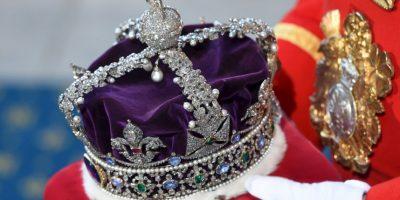 """2. Dicha corona cuenta con múltiples piedras preciosas. Según la revista """"Hola"""", entre las piedras que tiene hay un diamante de 317,40 quilates, un rubí, entre otras. Foto:Getty Images"""