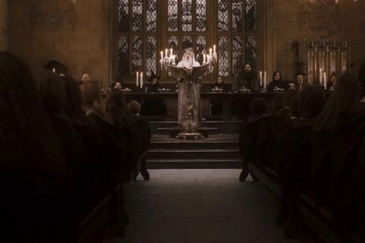 """En marzo, la autora de esta saga literaria sorprendió al responder la siguiente cuestión de una fan: """"Me pregunto ¿por qué dijiste que 'Dumbledore' es gay, no lo puedo ver de esa forma?"""". Foto:Vía Facebook.com/harrypottermovie"""