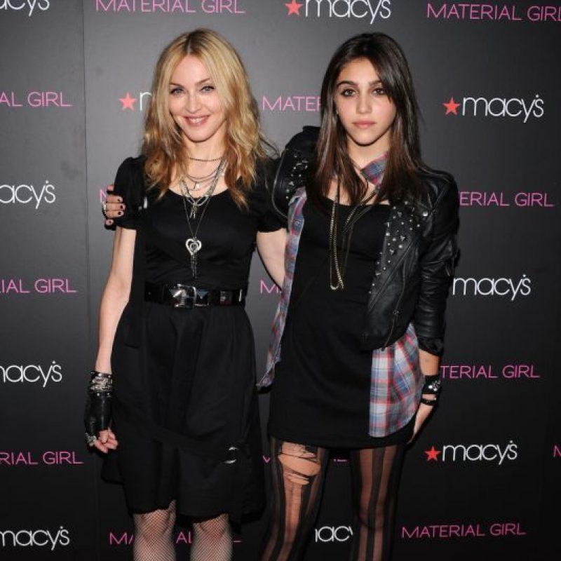 """En una entrevista con el periódico británico Daily Mirror, Madonna explicó: """"Siempre pienso ´Oh, Dios mío, soy una mala madre´. A veces quiero llegar a casa y llevar a los niños a la cama. Pero en otras ocasiones, cuando paso mucho tiempo con mis hijos, pienso ´quiero ser una artista´. Es muy duro"""". Foto:Getty Images"""
