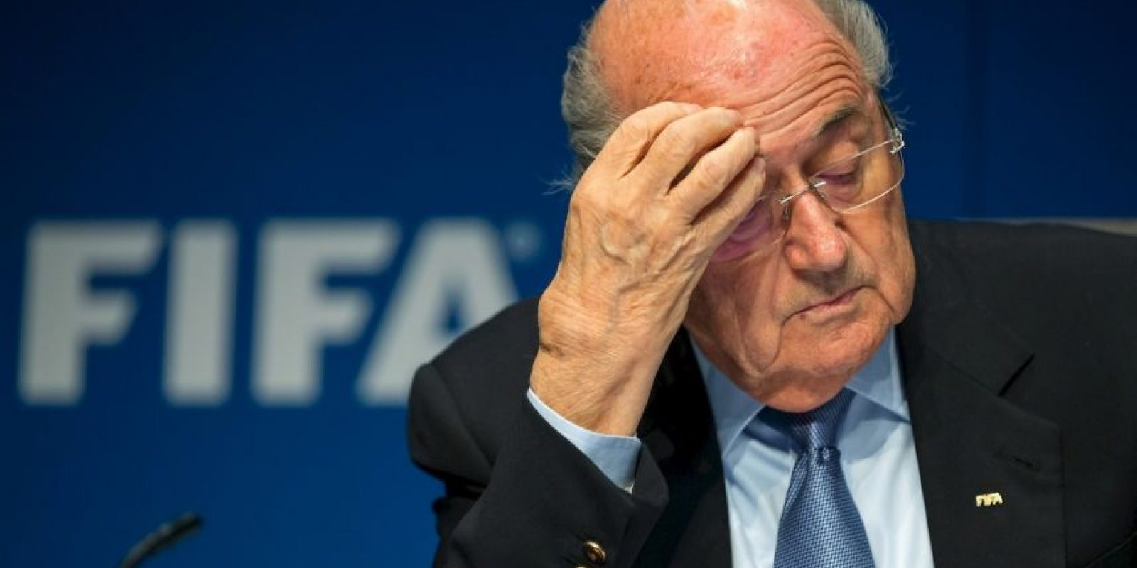 Desde que inició este escándalo, Blatter no ha aparecido de manera pública. Solamente lanzó un comunicado el día de ayer en el que mencionó que apoyaba las investigaciones. Foto:Getty Images