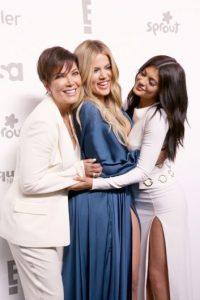 La empresaria ha sido criticada de lucrar con la imagen y vida de sus hijas, cuyas edades van desde los 17 hasta los 36 años. Foto:Getty Images