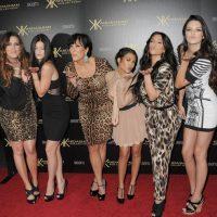 """Kris no solo es la madre de las hermanas Kardashian y las Jenner, también es la productora ejecutiva del reality show """"Keeping Up with the Kardashians"""" y manager de estas cinco polémicas mujeres. Foto:Getty Images"""