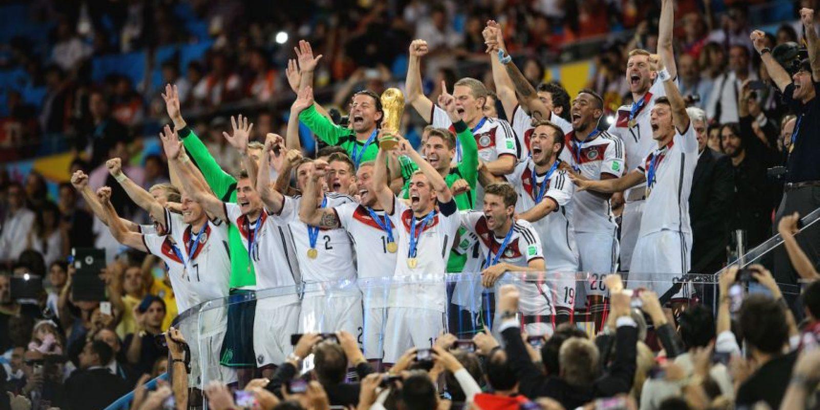 Durante la celebración de esta Copa del Mundo, de nuevo, Andrew Jennings destapó una red internacional para la reventa de entradas y las en la cual estarían involucrados varios dirigentes de la Confederación Brasileña de Fútbol, Real Federación Española de Fútbol y Asociación de Fútbol Argentina. Foto:Getty Images