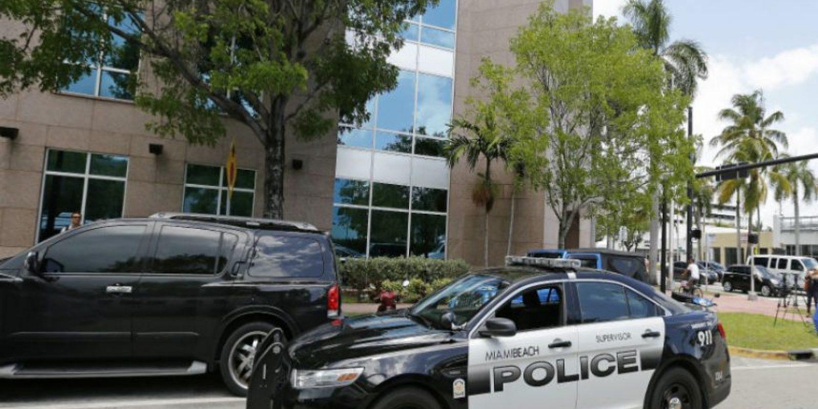 Un video en el que aparece una mujer policía de Miami esta causando polémica. Foto:Getty Images