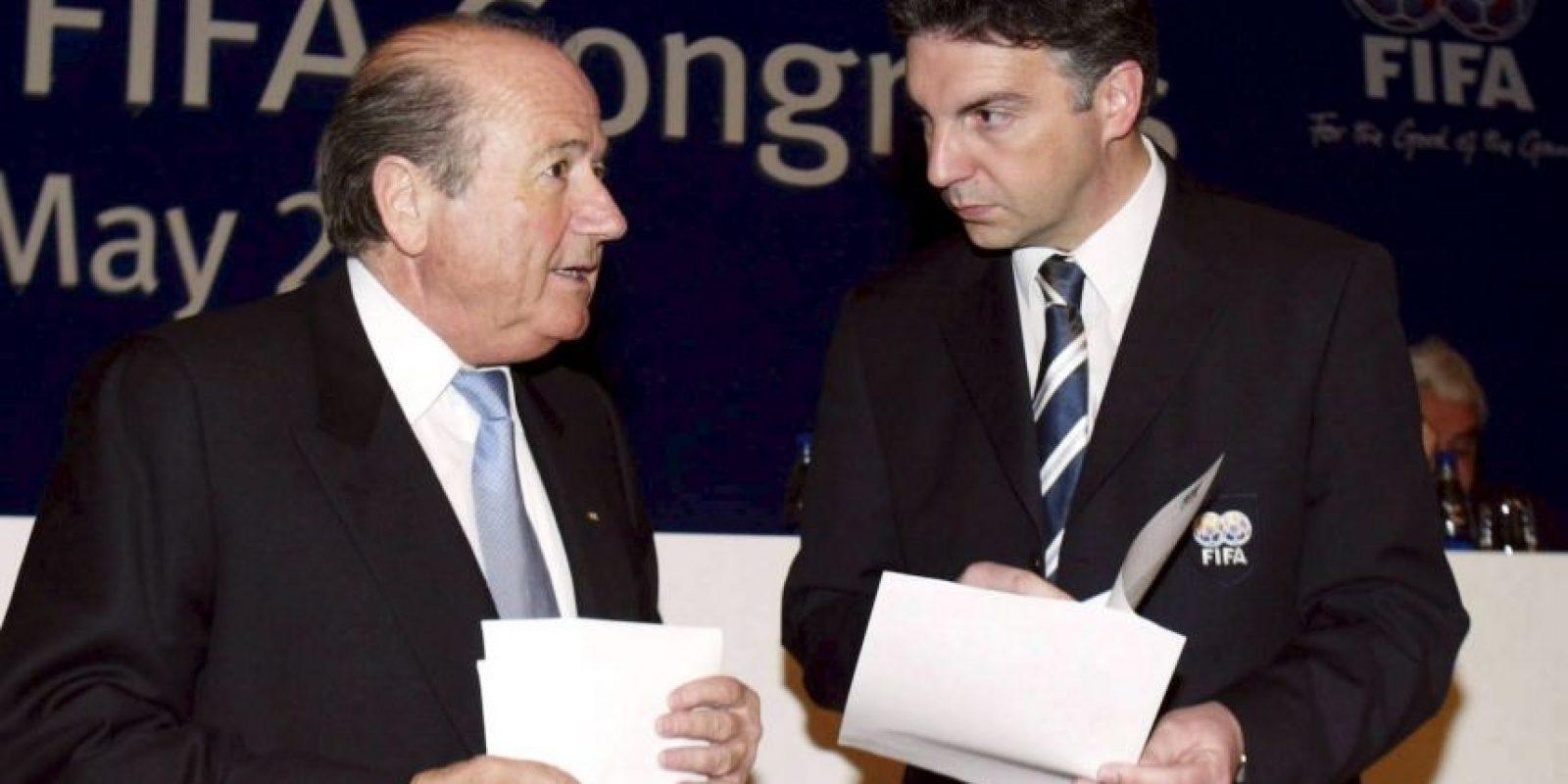 En 2010, un grupo de periodistas del Sunday Time lograron engañar a Michel Zen Ruffinen, exsecretario general de la FIFA, y lo grabaron cuando confesó la manera en que se compraban los votos para elegir las sedes de los Mundiales. Foto:Getty Images
